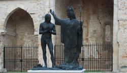 Courbe la tête fier Sicambre, adore ce que tu as brûlé et brûle ce que tu as adoré - Baptême de Clovis par saint Rémi - Basilique saint Rémi - Reims